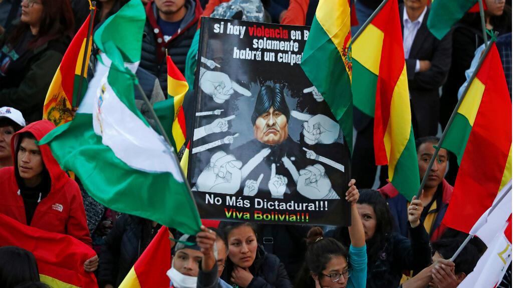 Bolivianos se manifiestan en La Paz el 31 de octubre contra el presidente, Evo Morales, tras la muerte de dos manifestantes