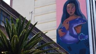 En el Día Mundial de los Océanos, activistas buscan recordar a los senadores mexicanos de su responsabilidad con un mural de la artista Vera Primavera frente al Senado