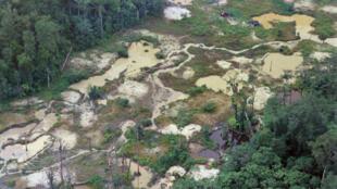 Según datos oficiales, la deforestación de la Amazonia brasileña registró un récord semestral de 3.070 km2 entre enero y junio, en alza de 25% respecto al mismo periodo de 2019