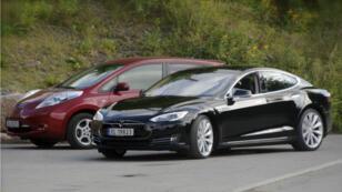 Dans une vidéo se déroulant au Kazakhstan, on voit une Tesla s'échappait d'un tunnel inondé en flottant.