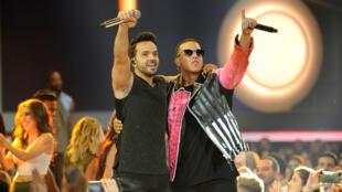 Luis Fonsi y Daddy Yankee durante la gala de los premios Billboard Latin Music