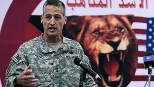 """الجنرال الأمريكي كين توفو خلال مؤتمر صحافي بمركز تدريبات """"الأسد المتأهب"""" بعمان 15 مايو 2012"""