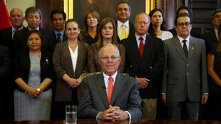 El presidente peruano Pedro Pablo Kuczynski dimitió el miércoles 21 de marzo de 2018 mediante una alocución televisiva luego de un año, siete meses y 21 días en el cargo. Esto a causa de señalamientos en su contra por casos de corrupción.
