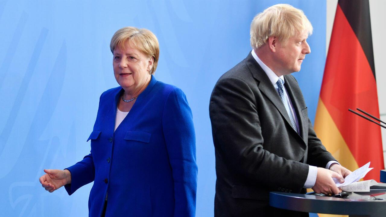 رئيس الوزراء البريطاني بوريس جونسون والمستشارة الألمانية أنغيلا ميركل خلال مؤتمر صحفي مشترك ببرلين- 21 أغسطس/آب 2019.