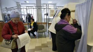 Près de 110 millions d'électeurs sont appelés à voter ce dimanche lors d'un scrutin dénué de suspense.