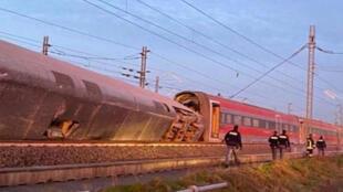 قطار سريع خرج عن سكته في إقليم لودي شمال إيطاليا.