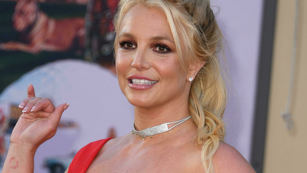 Britney Spears' father to step down from her conservatorship thumbnail