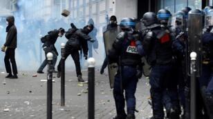 اشتباكات بين الشرطة والمتظاهرين