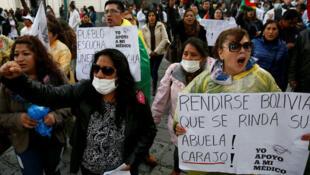 Manifestantes protestan contra las políticas del presidente boliviano Evo Morales en La Paz, el 8 de enero 2017
