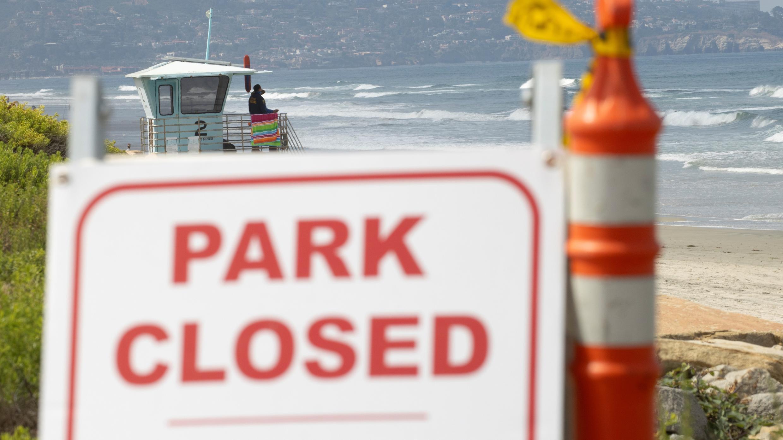 El Parque Estatal Torrey Pines se muestra cerrado por el fin de semana largo del 4 de julio durante el brote del coronavirus en San Diego, California, EE. UU., 2 de julio de 2020.