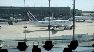 Des avions de la compagnie Air France sur le tarmac de l'aéroport de Roissy-Charles-de-Gaulle, le 12 mai 2020