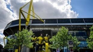 لقطة من الخارج لملعب سيغنال إيدونا بارك التابع لنادي بوروسيا دورتموند الألماني، في 14 أيار/مايو 2020.