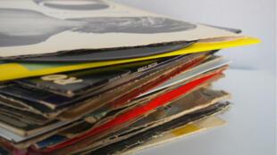 Dimanche 19 juin à la Maison de la Radio, il sera possible d'acheter un des 8000 vinyles mis en vente par Radio France.