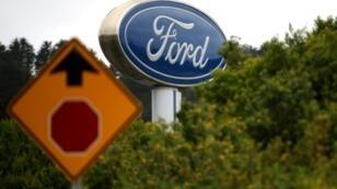 Une enseigne du constructeur automobile américain Ford