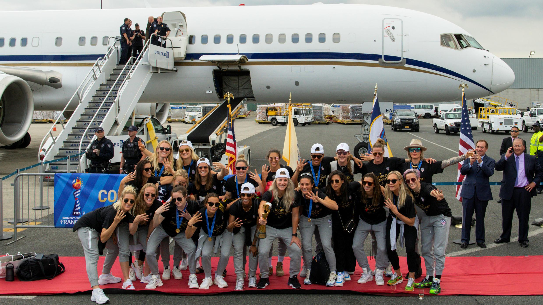 Las integrantes de la Selección femenina de Fútbol de Estados Unidos son recibidas en Nueva Jersey, EE. UU., el 8 de julio de 2019.