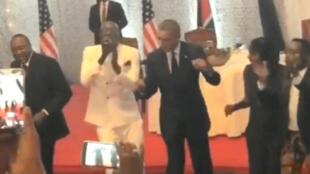 Barack Obama à nouveau sur une piste de danse.