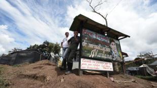 Miembros de las FARC en la zona de transición Mariana Páez, Buena Vista, municipio de Mesetas, Colombia el 26 de junio de 2017, antes de la ceremonia final de abandono de armas y el fin de las FARC como grupo armado.