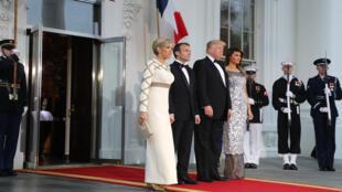 Les deux couples présidentiels avant le dîner d'État, mardi 24 avril 2018.