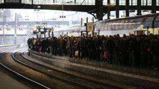 عمال السكك الحديدية يشاركون في الإضراب