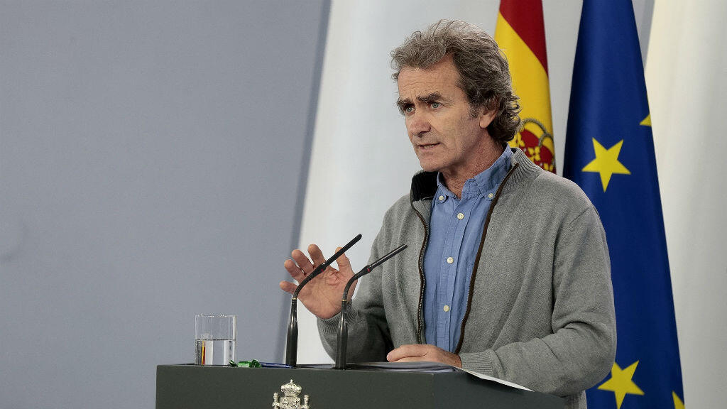 El director del Centro de Alertas y Emergencias Sanitarias del Ministerio de Sanidad, Fernando Simón, ofrece una rueda de prensa para informar la gestión de la crisis por el coronavirus Covid-19, en el Palacio de la Moncloa, en Madrid, España, el 11 de mayo de 2020.