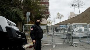 شرطي تركي في إسطنبول