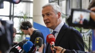 Le ministre français de l'Économie, Bruno Le Maire, réagit aux menaces de Trump sur la taxe Gafa lors d'une conférence de presse, le 27 juillet 2019, à Paris.