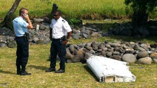 Le débris d'une aile d'avion, retrouvé à Saint-André dans l'est de La Réunion, le 29 juillet 2015.