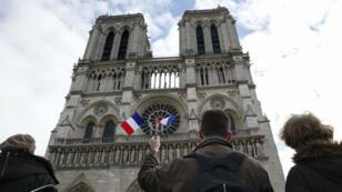 La cathédrale Notre-Dame photographiée le 16 novembre 2015, après les attentats de Paris.