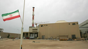 An Iranian flag outside the building housing the reactor of the Bushehr nuclear power plant in the southern Iranian port town of Bushehr in 2007