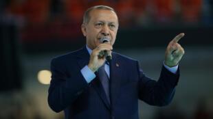 El presidente turco, Tayyip Erdogan, pronuncia un discurso durante una reunión de su gobernante partido AK en Ankara, Turquía , el 4 de agosto de 2018.