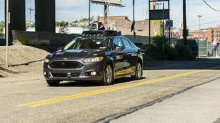 Un véhicule à conduite autonome d'Uber en essai à Pittsburgh, en Pennsylvanie, le 13 septembre 2016.