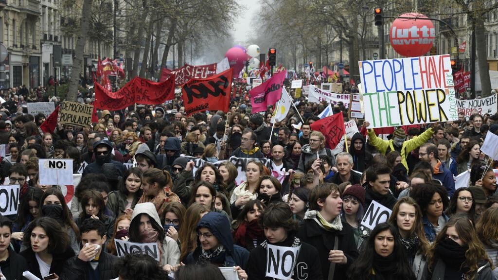 متظاهرون يطالبون بسحب قانون العمل  2016/04/09