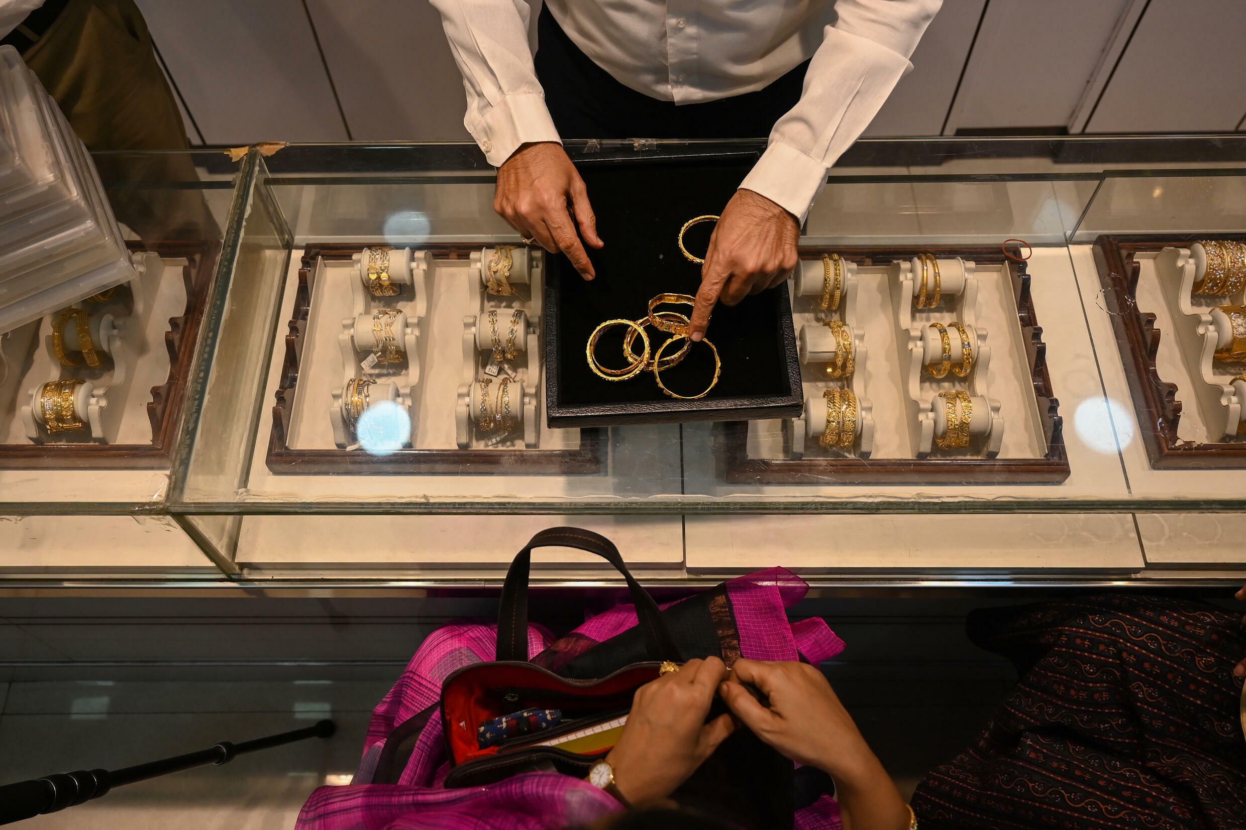 Desperate families and businesses have been forced to put gold jewelry as collateral to secure short-term loans, with banks lending 4.71 trillion rupees ($ 64 billion) in the first eight months of the year , an increase of 74% year over year.