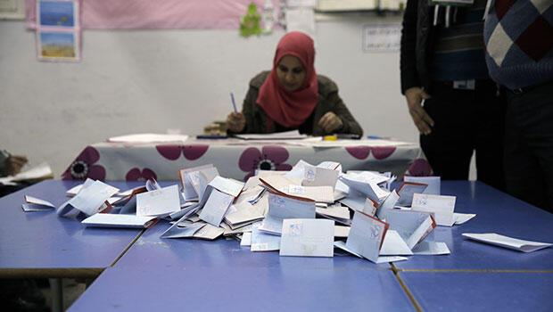 Le dépouillement des bulletins de vote a débuté dès dimanche soir. Les résultats sont attendus, au plus tôt, lundi 22 décembre dans la journée.