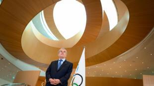 رئيس اللجنة الأولمبية الدولية الألماني توماس باخ في لوزان (سويسرا) في الثالث من آذار/مارس 2020.