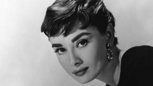 Audrey Hepburn sigue siendo recordada por su estilo de moda tan refinado y su trabajo humanitario, así como por su contribución al séptimo arte.