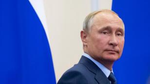 El presidente ruso, Vladímir Putin, se va después de una conferencia de prensa conjunta con su homólogo finlandés Sauli Niinisto después de una reunión en la residencia estatal de Bocharov Ruchei en el balneario de Sochi, Rusia el 22 de agosto de 2018.