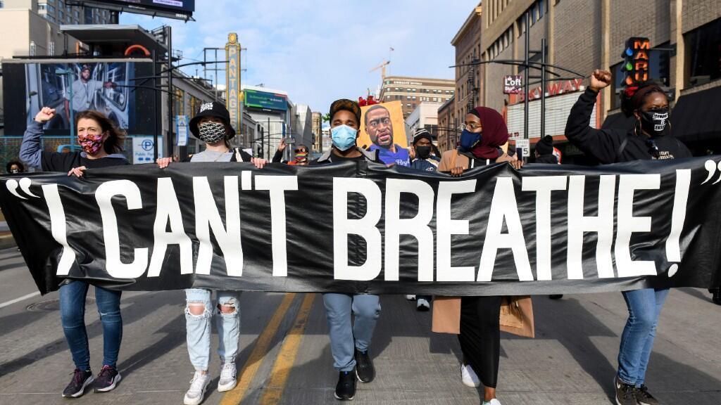 Personas participan de una manifestación previa al juicio de George Floyd en la ciudad de Minneapolis, Estados Unidos, el 8 de marzo de 2021.