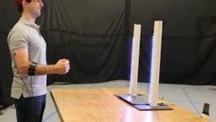 باحثون أمريكيون يتحكمون في طائرة مسيرة بحركات العضلات