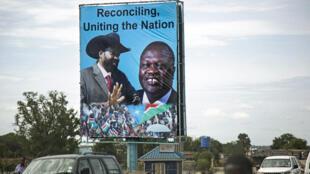 Un panneau avec le président sud-soudanais Salva Kiir et le leader de l'opposition Riek Machar.