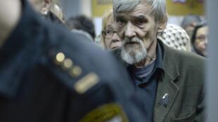 Yuri Dmitriev lors de son acquittement le 5 avril 2018 à la cour de justice de Petrozavodsk, dans le nord-ouest de la Russie.
