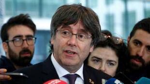 Le leader indépendantistes Carles Puigdemont lors d'une conférence de presse le 18 octobre à Bruxelles après être passé devant un juge belge.