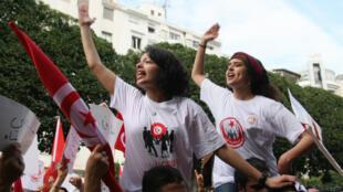 Une soixantaine d'associations tunisiennes demandent le retrait d'une circulaire interdisant le mariage entre une Tunisienne et un non-musulman.