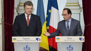 François Hollande et son homologue ukrainien Petro Porochenko ont tenu une conférence de presse mardi 21 juin à Paris. Ils ont réaffirmé que les sanctions contre la Russie devaient être maintenues pour que Moscou respecte le cessez-le-feu.
