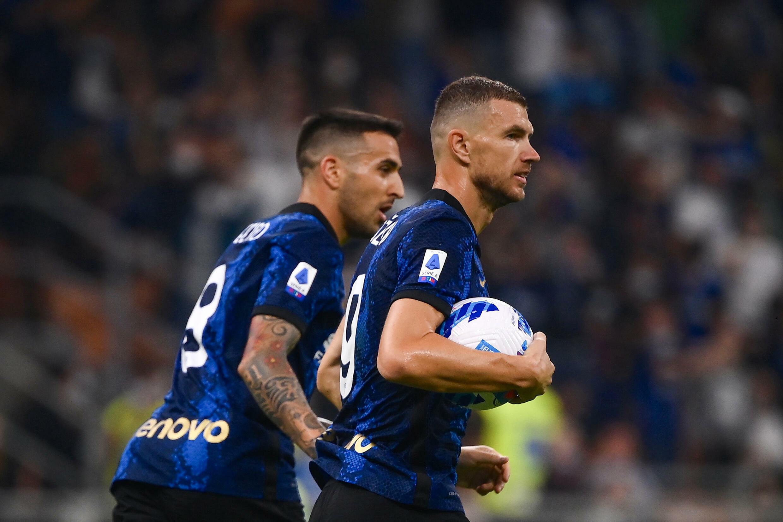 L'attaccante bosniaco dell'Inter Edn Dzeko, dopo il pareggio contro l'Atalanta Bergamo, nella partita casalinga di Serie A del 25 settembre 2021 allo Stadio San Siro