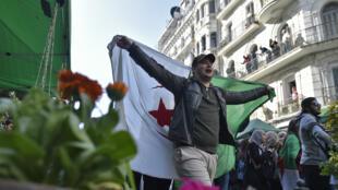 Des étudiants dans les rues d'Alger, le 5 mars 2019.