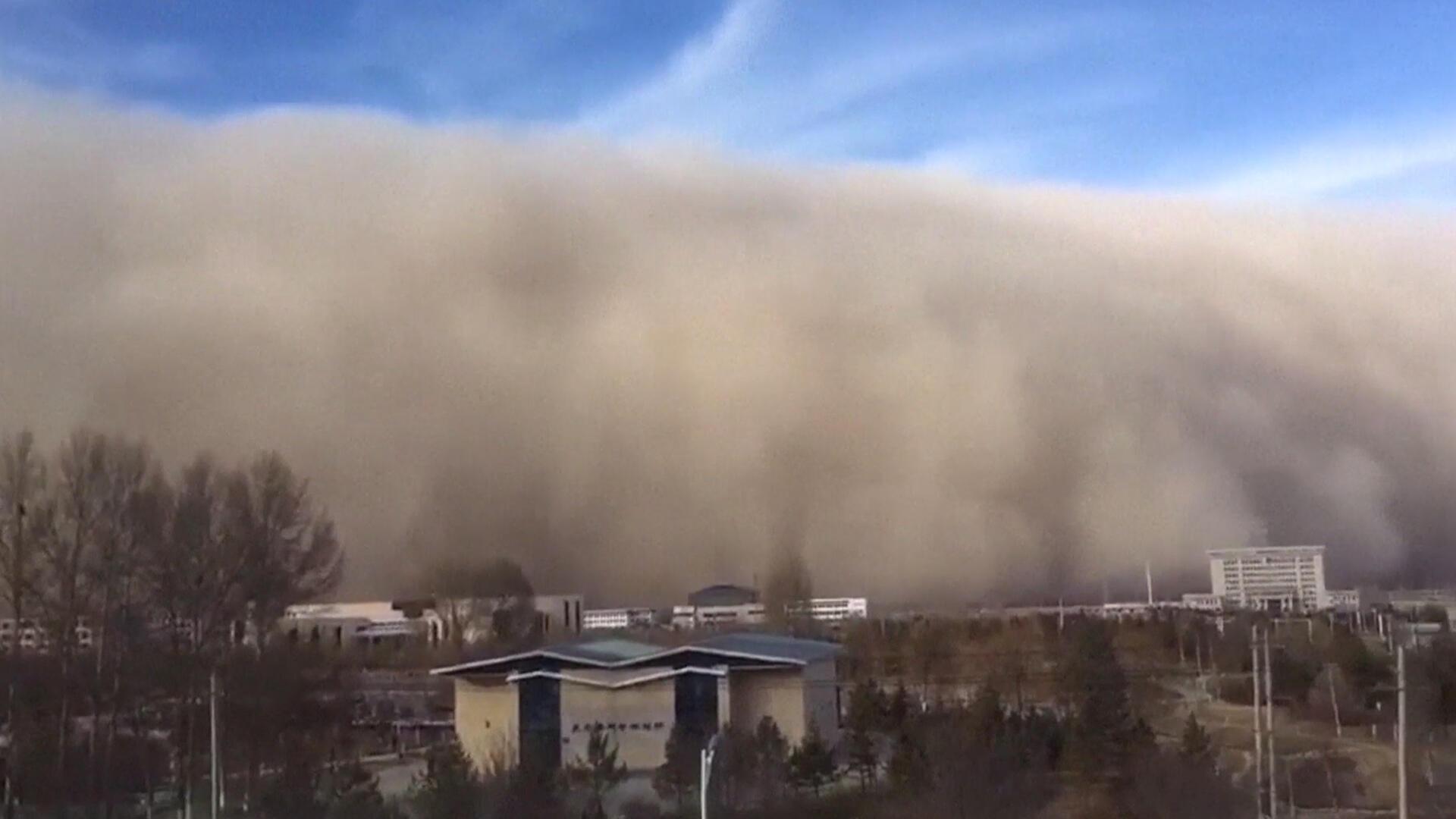 Un mur de sable s'est abattu sur la ville chinoise de Zhangye, dans la province du Gansu.