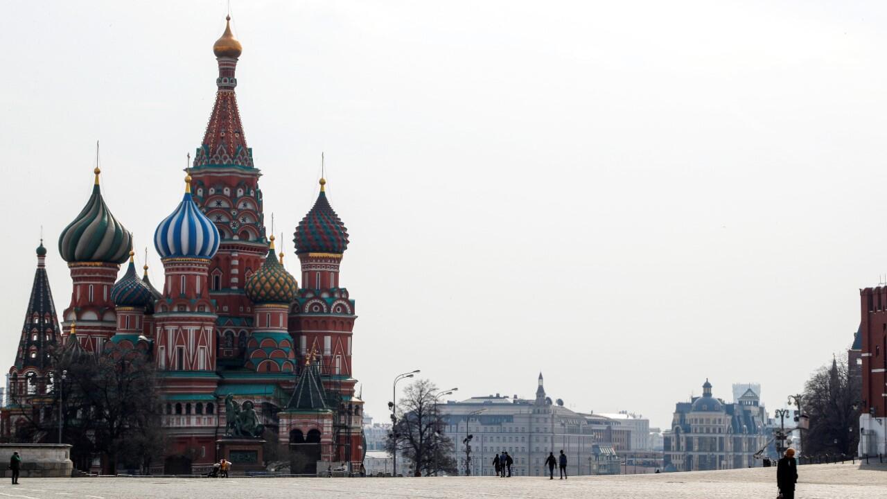 Panorámica de la catedral de San Basilio, en la Plaza Roja de Moscú, Rusia, el 29 de marzo de 2020
