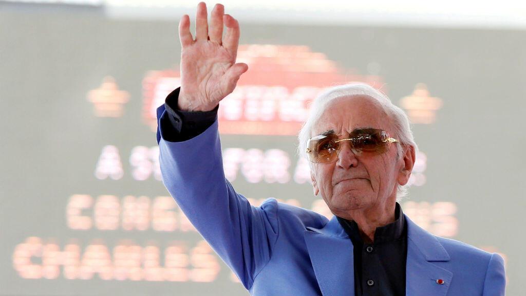 Charles Aznavour sur le Hollywood walk of fame, avant l'inauguration de son étoile, le 24 août 2017.