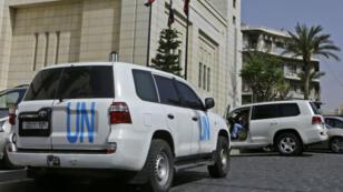 Des véhicules de l'OIAC à Damas le 19 avril.